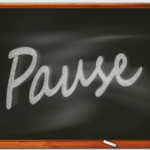 pause, meaning to pause,